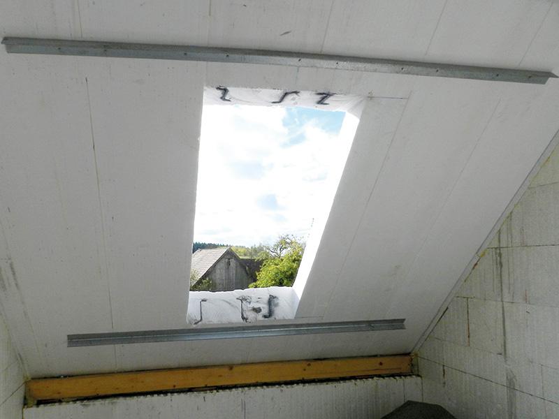 Querstreben für Statik der Dachelemente bei Dachfenster